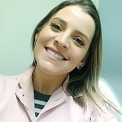 Dra. Carolina - Cirurgião dentista - endodontista - Agendar Consulta