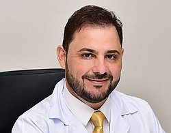 Dr. Márcio - Médico Mastologista - Agendar Consulta