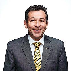 Dr. José Rodrigues - Cirurgião dentista - traumatologista bucomaxilofacial - Agendar Consulta