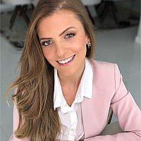 Dra. Anna Cecília - Médico ginecologista e obstetra - Agendar Consulta